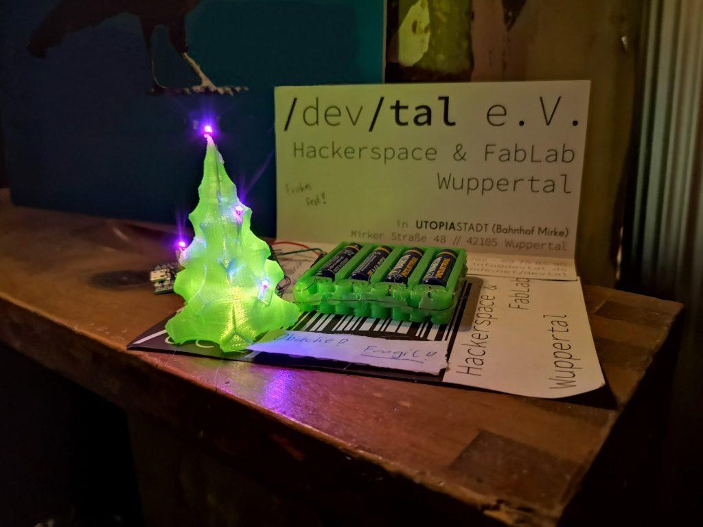 3d gedrucktes Tannenbäumchen mit blinkenden LEDs
